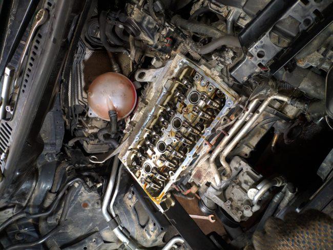 Мотор CAVC со снятой клапанной крышкой