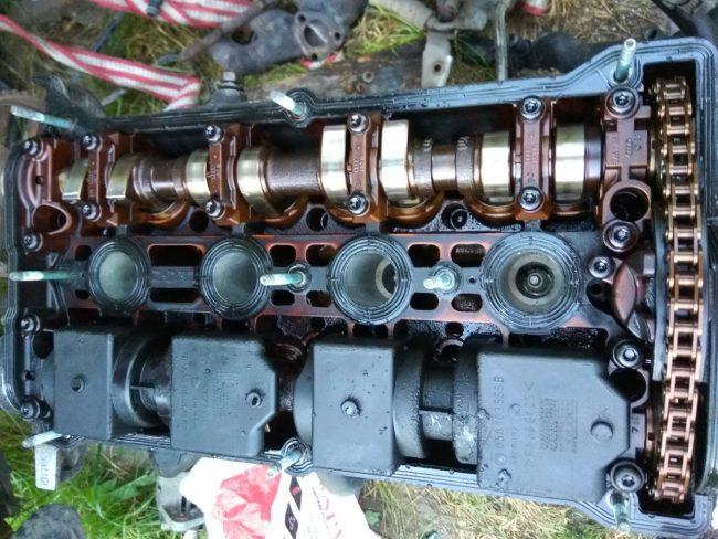Налет под клапанной крышкой у двигателя AUQ