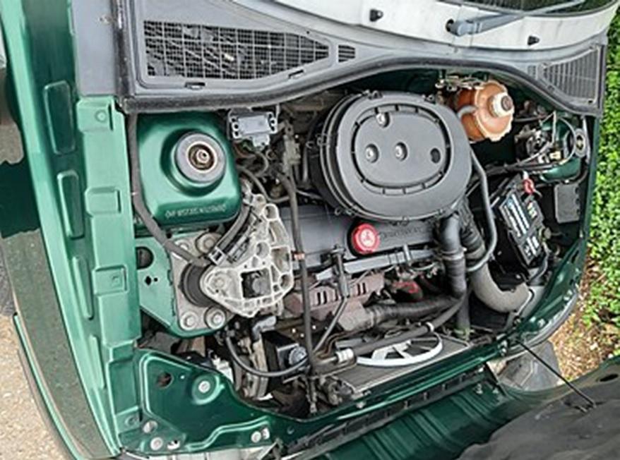 E7J под капотом Clio I 1997 года