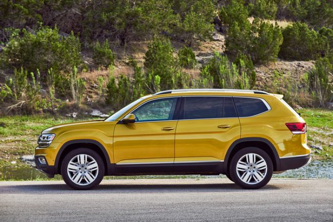 Вид с боку на Volkswagen Teramont