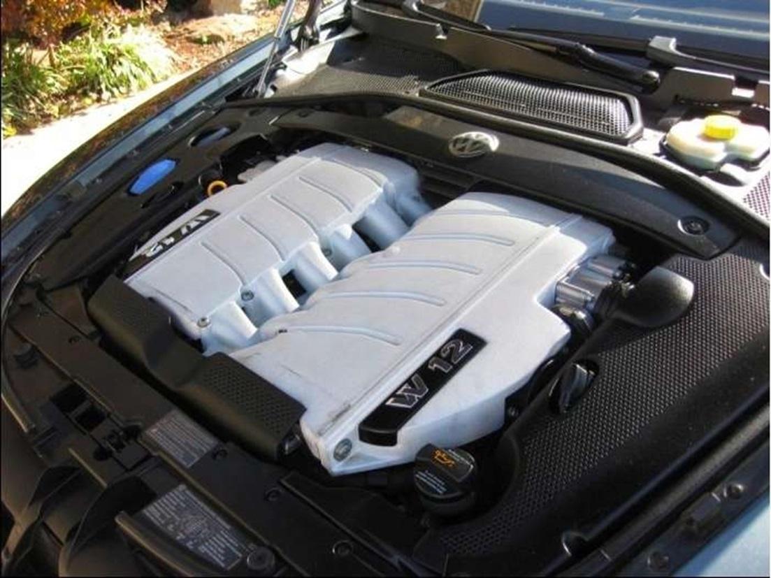 Подкапотное пространство Volkswagen Phaeton с двигателем BRN