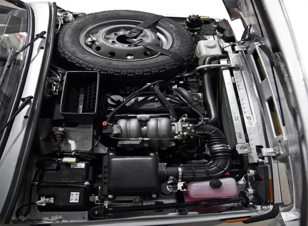 Под капотом двигатель ВАЗ-2130